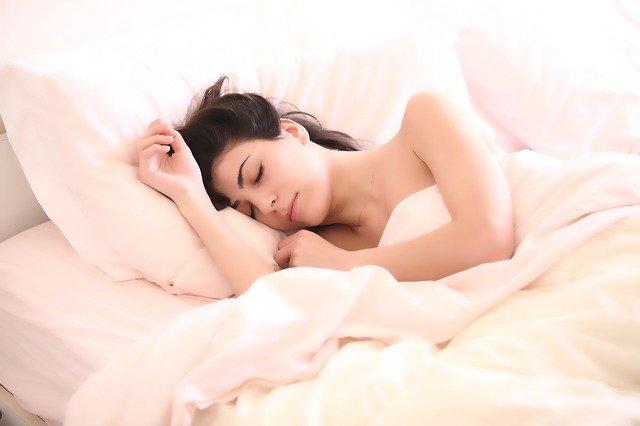 אור כחול עשוי שלא להפריע לדפוסי השינה שלנו כפי שחשבו בעבר