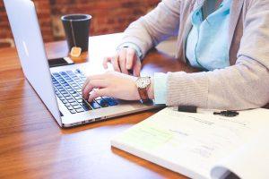 הקימו משרד ביתי שבו תוכלו לעבוד ביעילות